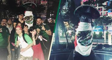 ¡Hachiko, hermano, ya eres mexicano! Aficionados festejan en Japón la victoria del Tri al lado de Hachi