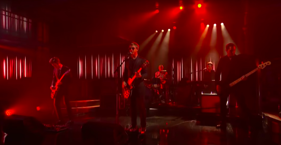 Mira a Interpol interpretar