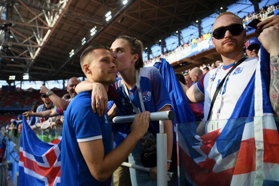 Ternura nivel: Las fotos de los jugadores de Islandia celebrando junto a sus familiares