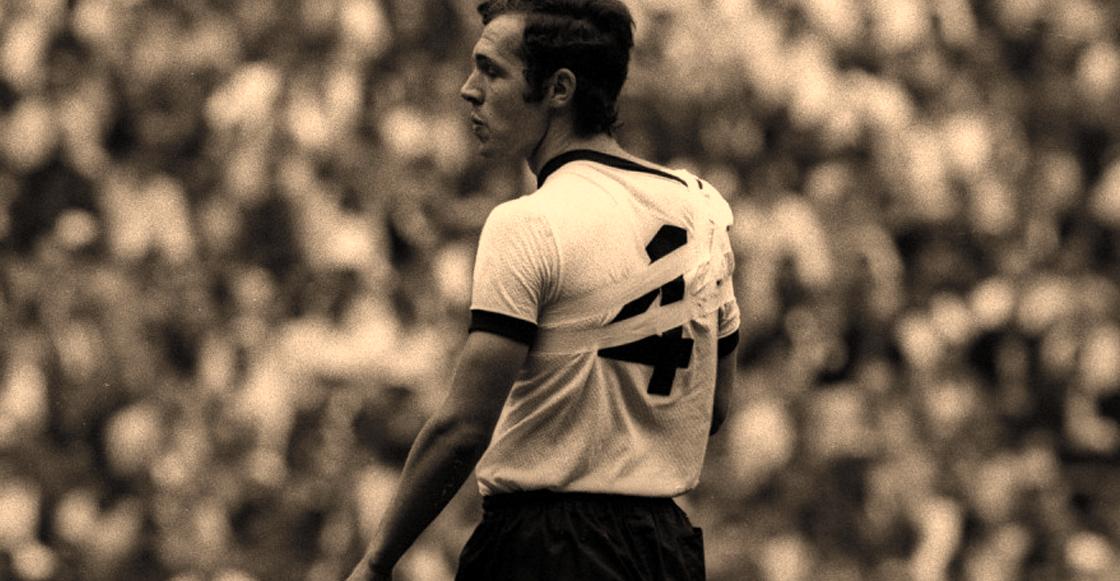 Franz Beckenbauer con el hombro dislocado