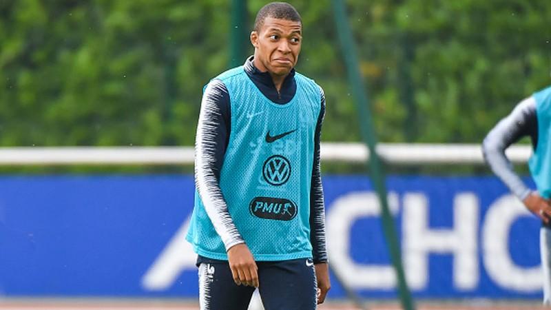 Mbappé sale lesionado del entrenamiento