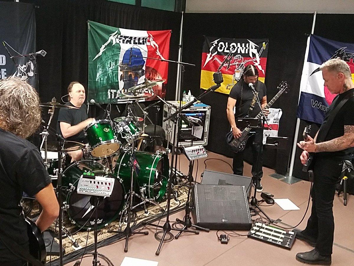 Awwww, Metallica dona su 'Nobel' de la música a la caridad