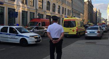 Taxi se estrella contra una multitud en Moscú; hay ocho heridos, dos mexicanas