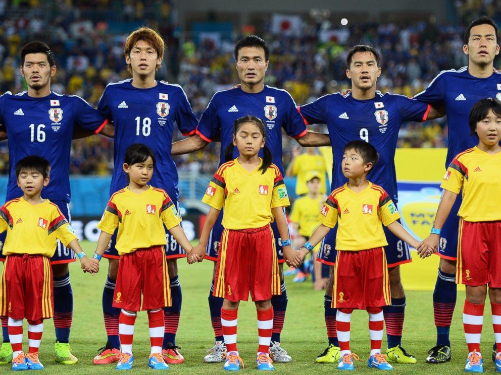 ¿Por qué los jugadores de fútbol salen a la cancha con niños? 🤔