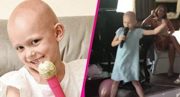 ¡Guerrera! Mira a esta niña que lucha contra el cáncer cantar