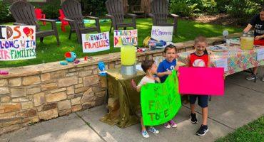 ¡Bravo! Un niño vendió limonada para ayudar a las familias inmigrantes separadas