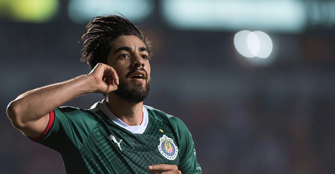 Niña aficionada de Chivas llora al despedirse de Rodolfo Pizarro