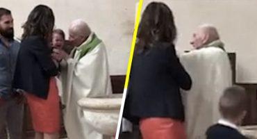 Sacerdote cacheteó a bebé en pleno bautizo y el internet se le fue encima 😱