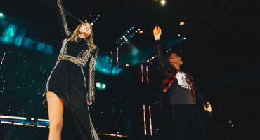 ¿Y Yuridia? Mira a Taylor Swift y Robbie Williams cantar