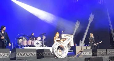 ¿Eres tú, José Luis? The Killers subió a una fan en Gales para tocar 'A Dustland Fairytale'