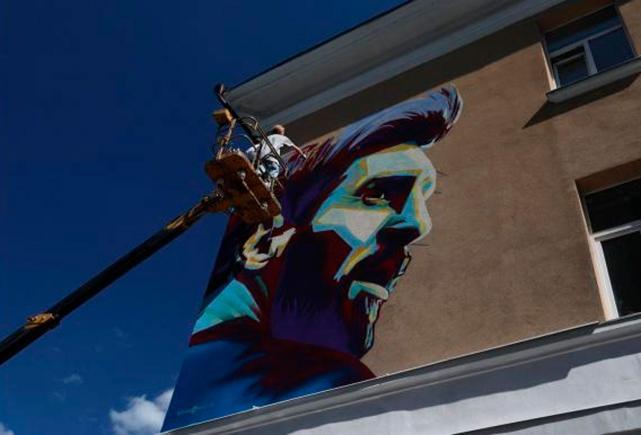 En la Cuidad de Kazán ahora hay murales de Cristiano Ronaldo y Lionel Messi