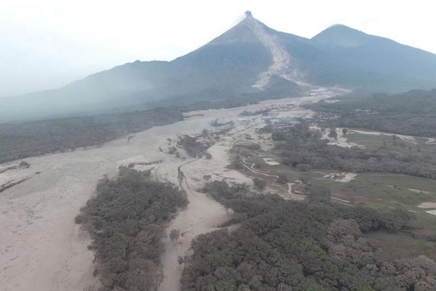 Ayudar a los damnificados de la erupción del volcán de Guatemala