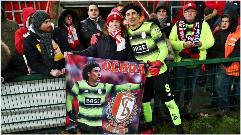 Guillermo ochoa cumple un año con el Standard Lieja