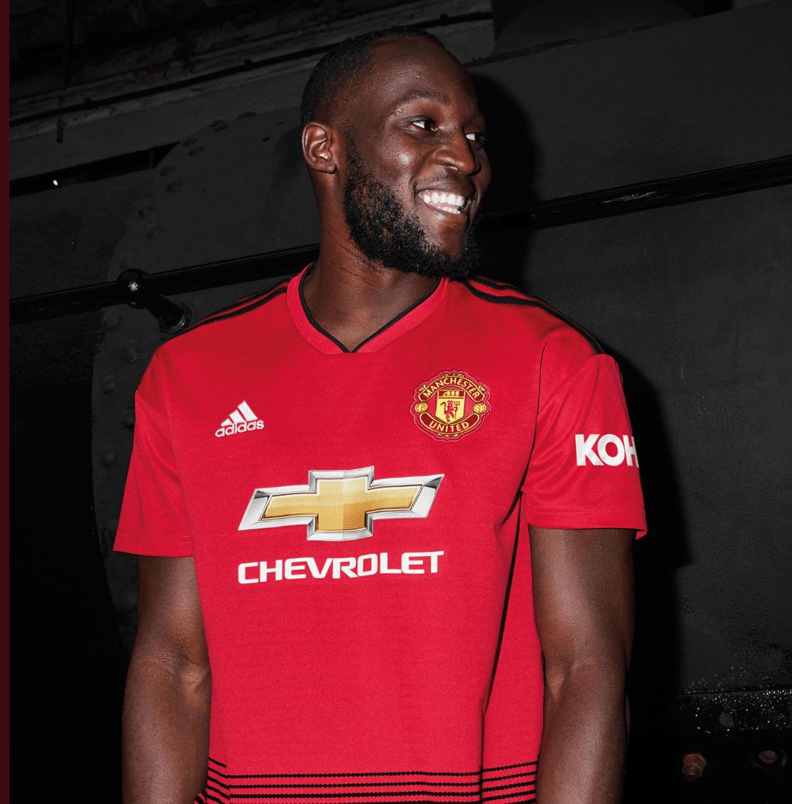 ¡Elegante! Manchester United presentó su nuevo uniforme