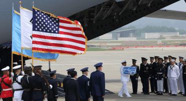 Y en las jornadas históricas: Corea del Norte repatria restos de soldados de EU