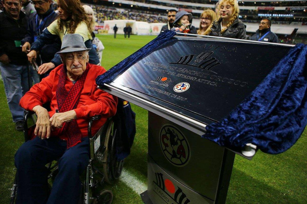 Don Melquiades seguirá siendo la voz del Estadio Azteca con 90 años