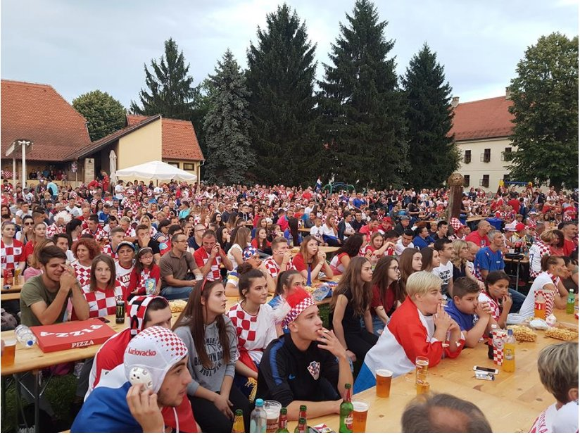 Mario Mandzukic invitó cerveza a pobladores de Slavonski Brod para ver el juego de Croacia