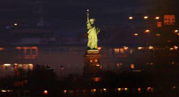 ¿Qué estaba haciendo una mujer arriba de la Estatua de la Libertad? 🤔🇺🇸