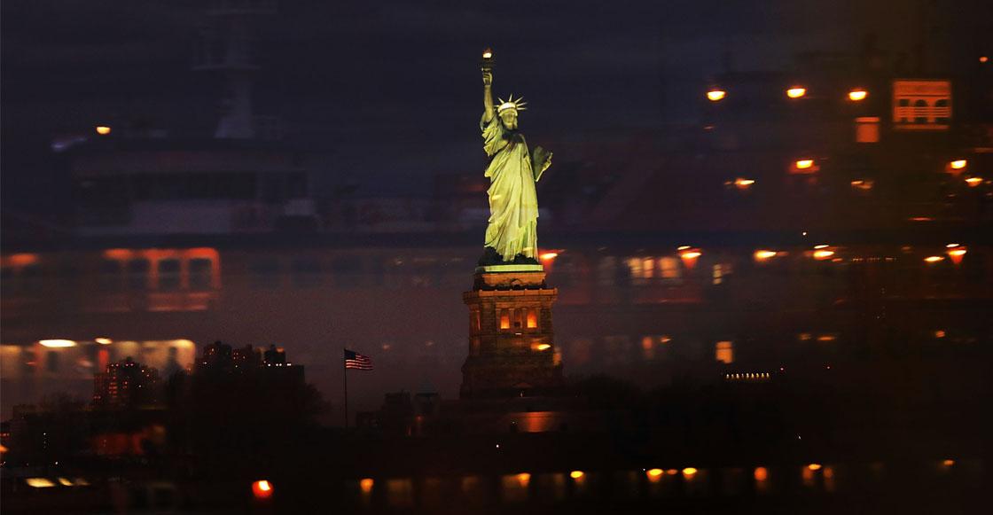 mujer estatua libertad estados unidos