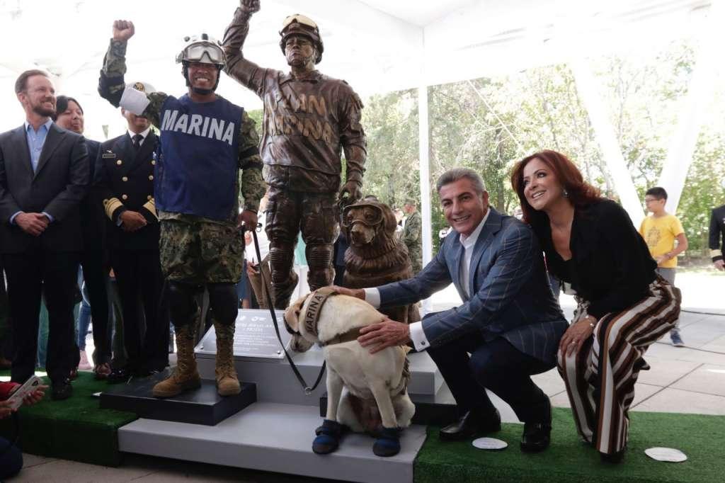 Frida, la perrita rescatista, ya tiene su estatua en Puebla