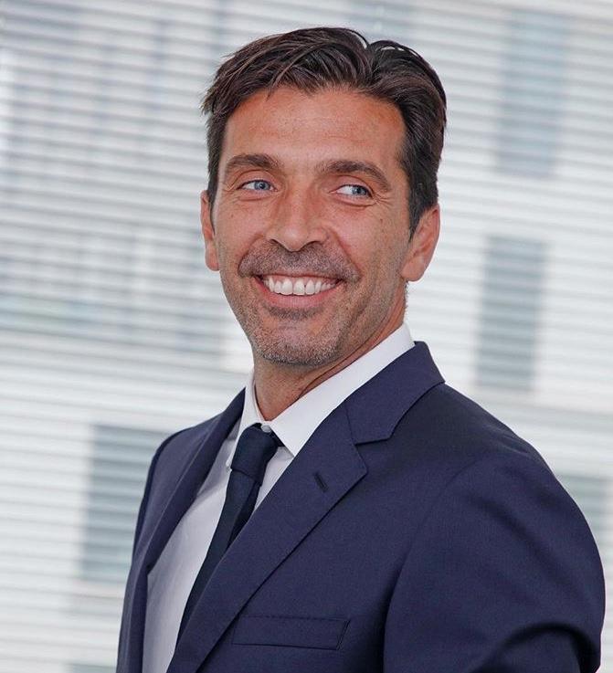 Así fue la presentación de Gianluigi Buffon con el PSG