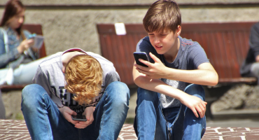 '¿¡Vive la France!?' Prohíben uso de celulares en escuelas de Francia