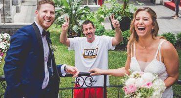 Adam Sandler se coló en la sesión fotográfica de unos recién casados porque YOLO 🤷🏻♂️