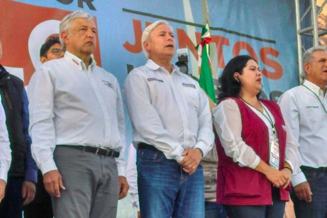 AMLO y la virtual senadora, Alejandra León