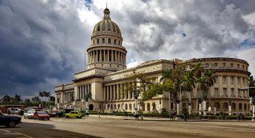 Cuba busca cambiar su constitución para incluir la propiedad privada y matrimonios homosexuales