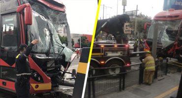 Choque de Metrobús deja al menos 10 heridos en la Miguel Hidalgo