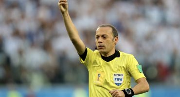 Cuneyt Cakir será el árbitro central del duelo Croacia vs Inglaterra
