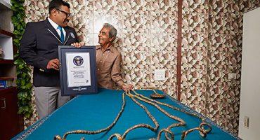El hombre con las uñas más largas del mundo se las corta después de 66 años 😱