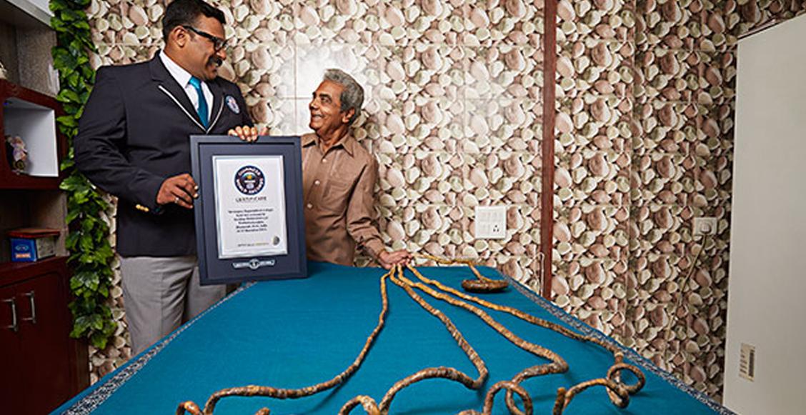 El hombre con las uñas más largas del mundo se las corta después de 66 años