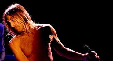 'Get Your Shirt'! Iggy Pop y Underworld liberan track de su colaboración