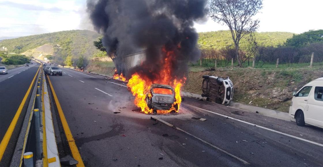 Cerraron la autopista del Sol por incendio de un tráiler y un automóvil