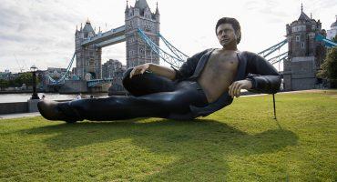 ¡Hola enfermerooo! Una estatua gigante de Jeff Goldblum aparece en Londres