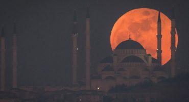 ¡Sigue por acá el eclipse lunar más largo del siglo totalmente en vivo!