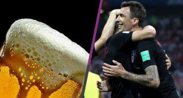 Mario Mandzukic invitó cerveza a pobladores para ver el juego de Croacia