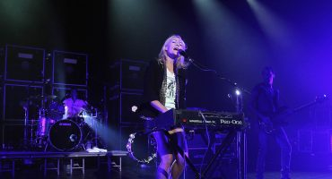 Punk rock, baby! Metric regresa con su nuevo single 'Dark Saturday'