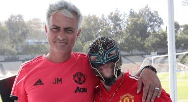 WTF!! ¿Qué hace Rey Mysterio posando con José Mourinho?