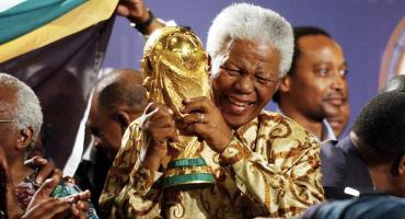 Nelson Mandela, el hombre que unió al mundo con el futbol y el rugby