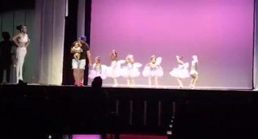 Como cuando tu hija se paraliza en un recital de ballet y te metes a bailar con ella