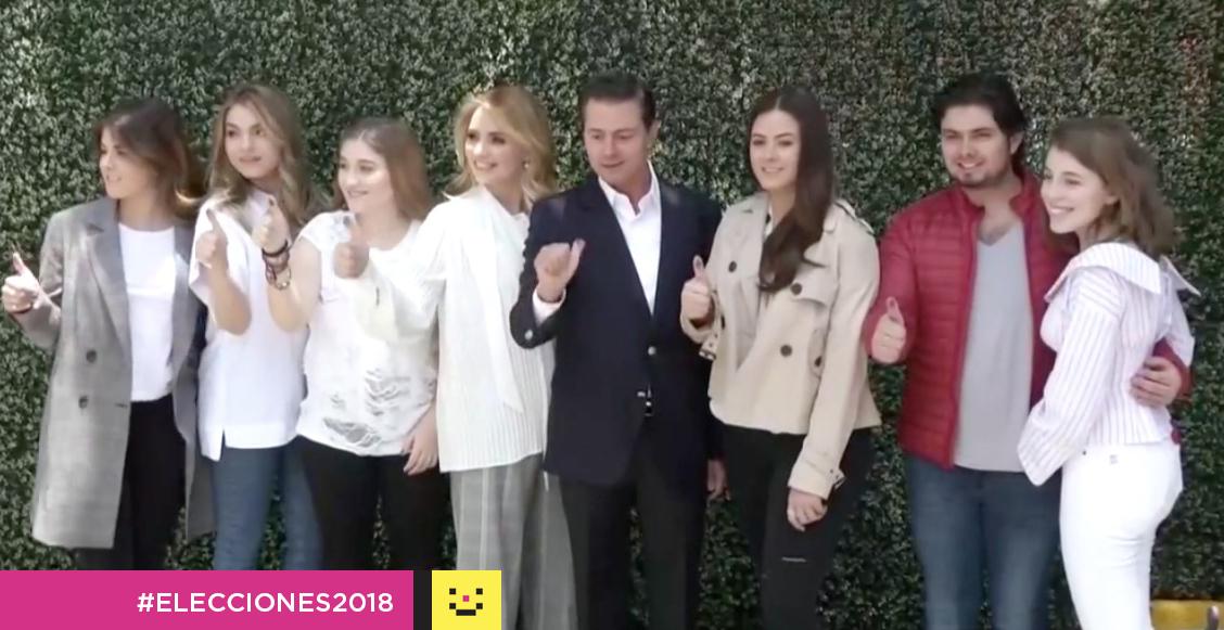 Peña Nieto verificando su voto