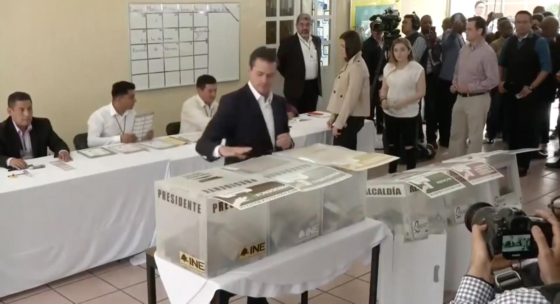 Peña Nieto votando