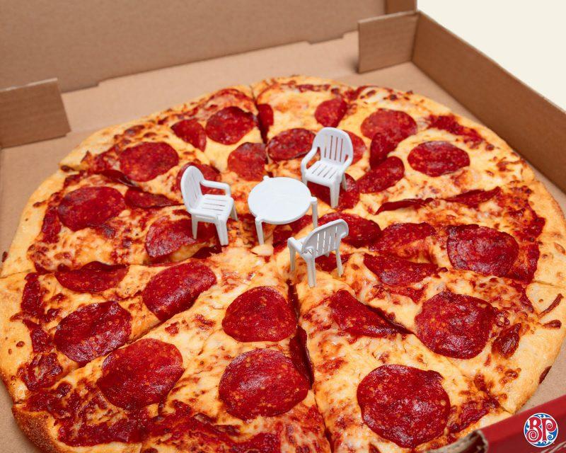 ¿Qué? Ahora las 'mesitas' de la pizza ya vienen con sillas incluidas