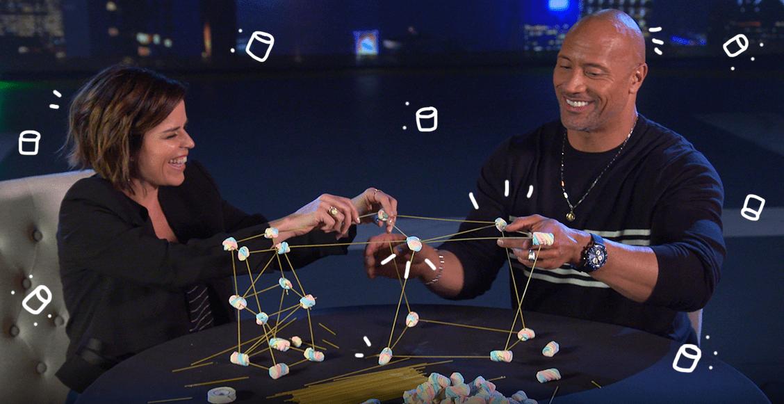 ¿Qué tan habilidosos son? Retamos al elenco de 'Skyscraper' para hacer el 'Marshmallow Challenge'