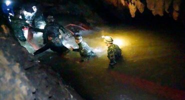 Rescate exitoso: los 12 niños y su entrenador salen con vida de cueva en Tailandia