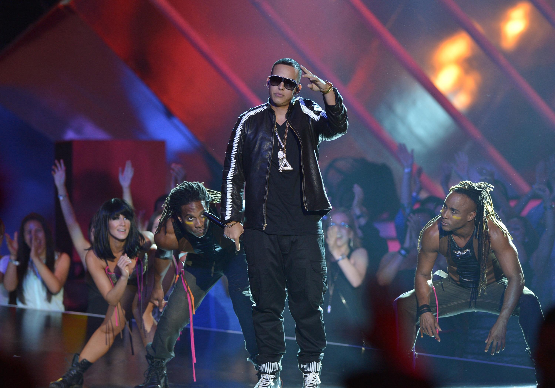 Se hacen pasar por Daddy Yankee y le roban 2.3 mdd