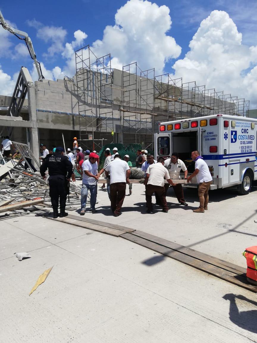 Derrumbe en Puerto Morelos deja al menos un muerto y varios lesionados