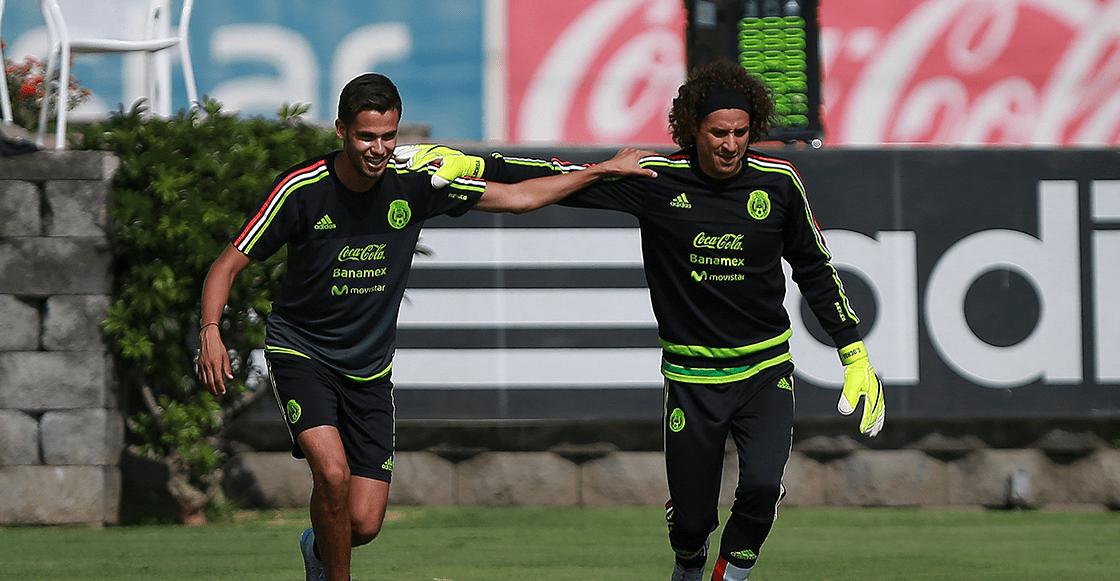 Diego Reyes felicita a Ochoa por 'fichar' con el Napoli